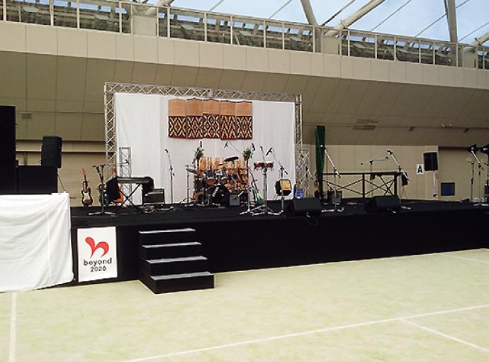 鳥取ドームにて、組立式のAPステージ設置&装飾